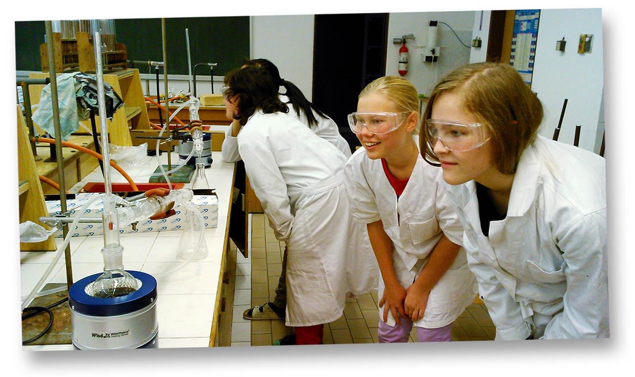 Studenti v laboratoři