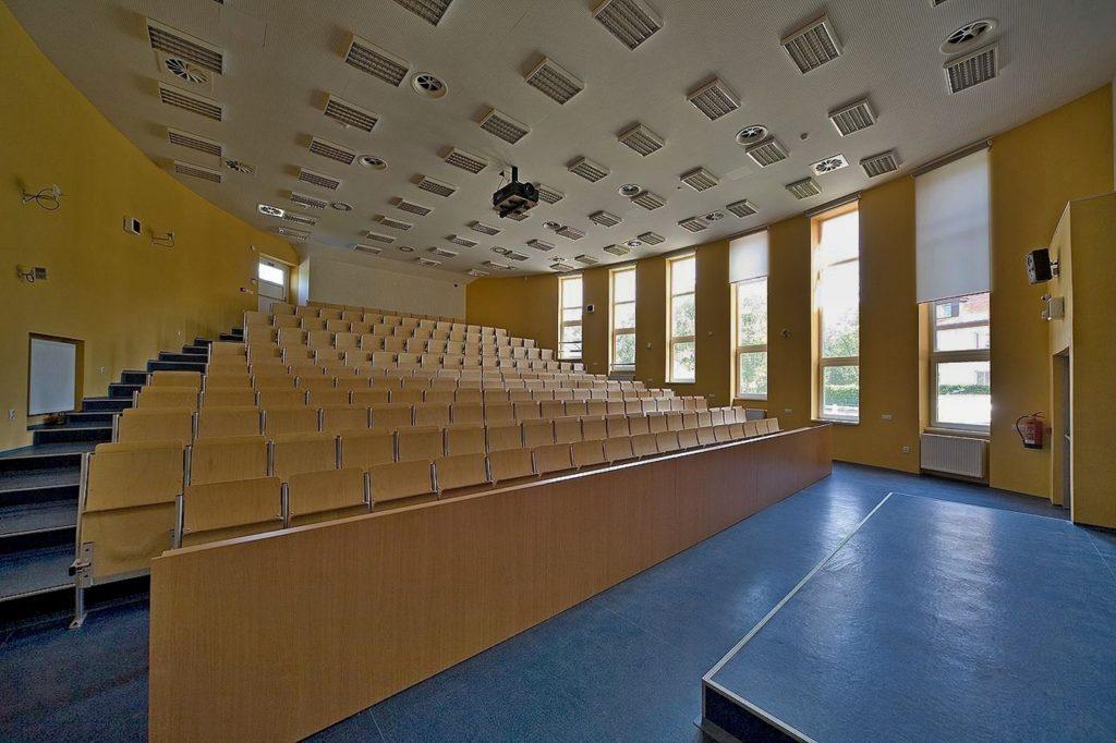 Vyhlášení ředitelského volna pro žáky Gymnázia Cheb