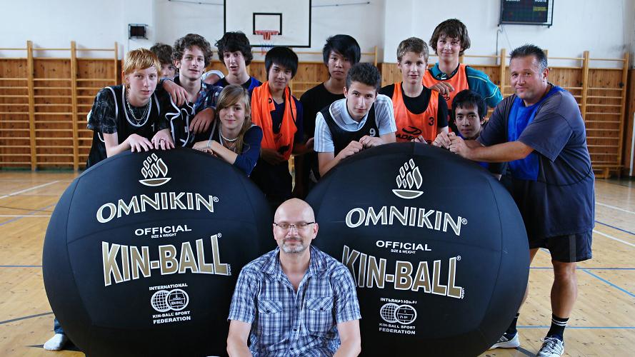 Studenti s učitelem Kin-ballu